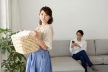 専業主婦が浮気されやすい理由を解説-夫に浮気の疑いがある場合の対処法は?