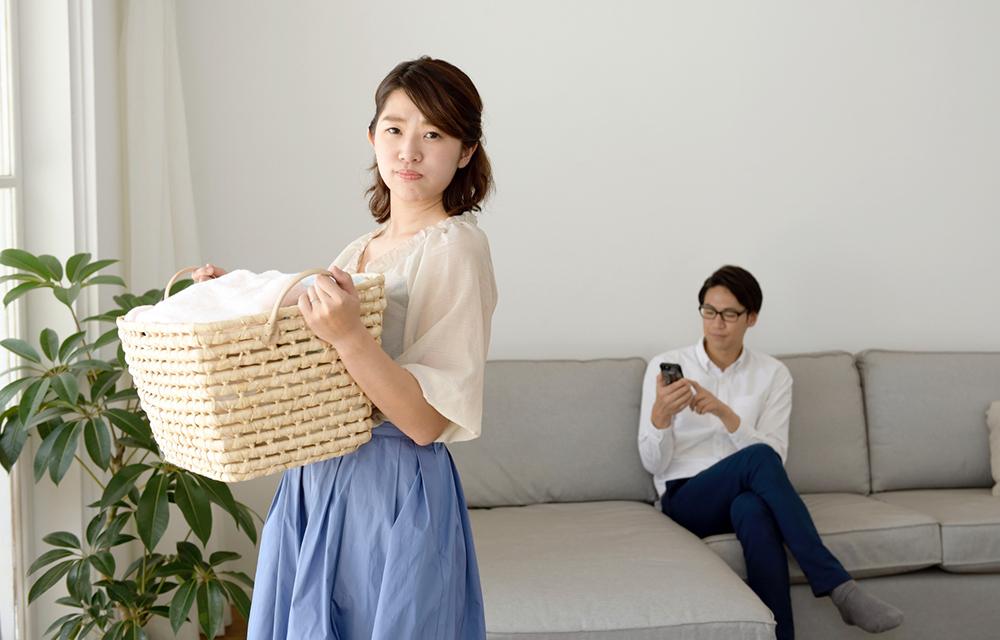 専業主婦は浮気されやすいって本当?夫に浮気の疑いがある場合の対処法は?
